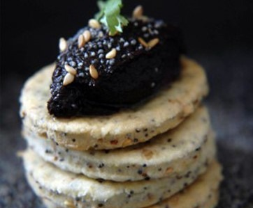 TAPENADE CRACKERS